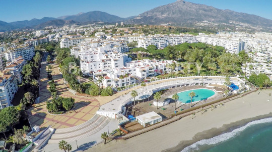 Marbella - Puerto Banus, Spacious 3 bedroom 2nd floor luxury apartment for sale in Playas del Duque Puerto Banus