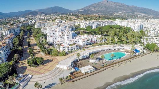 Marbella - Puerto Banus, Spacious 3 bedroom 2nd floor luxury apartment for sale in Playas del Duque Puerto Banus