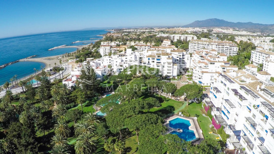 Marbella - Puerto Banus, 2/3 bedroom 2nd floor luxury apartment for sale in Playas del Duque Puerto Banus