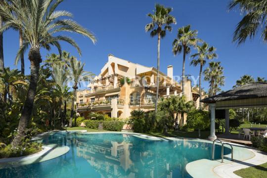 Marbella - Puerto Banus, Luxurious 2 bedroom garden apartment for sale by the beach in Casa Nova Puerto Banus