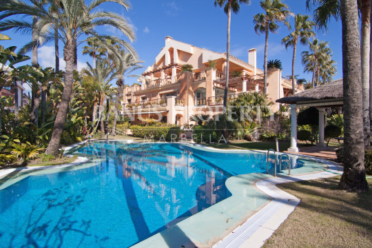 Marbella - Puerto Banus, 2 bedroom ground floor apartment for sale by the beach in Casa Nova Puerto Banus