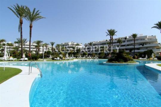 Marbella - Puerto Banus, 5-bedroom beachside apartment for sale in Los Granados Puerto Banus