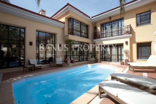 Marbella - Puerto Banus, 3 bedroom villa for sale in Bahia de Banus Puerto Banus