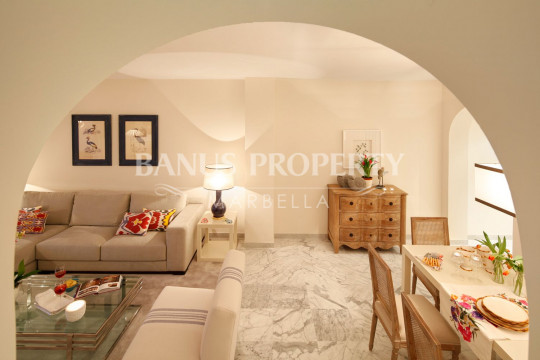 Marbella - Puerto Banus, Stylish apartment for sale by the beach Las Gaviotas Puerto Banus