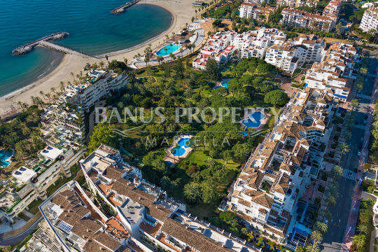 Marbella - Puerto Banus, 2 Bed Apartment in the ultra-luxurious Beach front Residential Playas del Duque- Puerto Banus