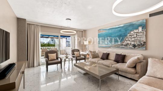 Marbella - Puerto Banus, 3 Bed Apartment in The Frontline Beach  of Playas del Duque- Puerto Banus