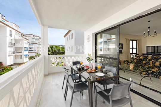 Marbella - Puerto Banus, 2- bedroom apartment in the frontline beach of Playas del Duque- Puerto Banus