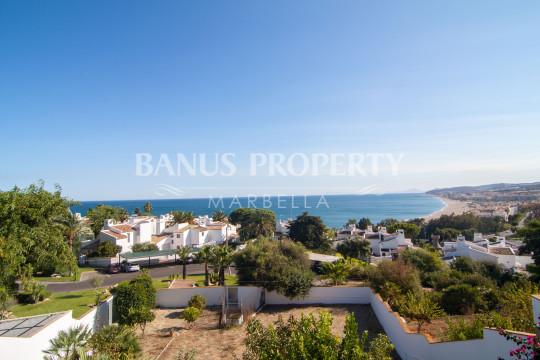 Casares, Four bedroom south-facing villa with unbroken sea views for sale