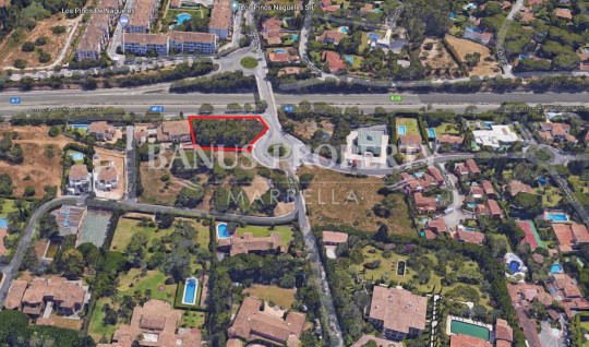 Marbella Golden Mile, Plot of residential and commercial use for sale in the southern area of ​​Nagüeles, 5 minutes drive from the center of Marbella