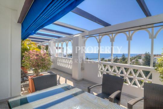 Marbella - Puerto Banus, Luxury three bedroom penthouse apartment with breath taking views for sale in Edificio Malaga, Playas del Duque Puerto Banus