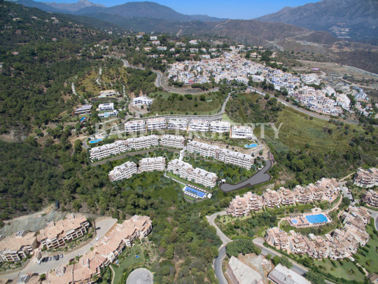 Marbella - Puerto Banus, Brand new three-bedroom contemporary apartment for sale in La Reserva de Alcuzcuz, five minutes' drive to Puerto Banús
