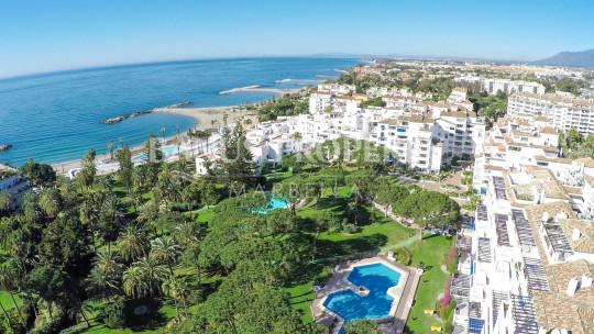 Marbella - Puerto Banus, Three-bedroom fifth floor apartment for sale in Edificio Granada, Playas del Duque, Puerto Banus