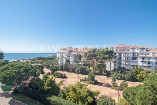 Marbella - Puerto Banus, Two-bedroom fourth floor apartment for sale in Casas Cádiz, Playas del Duque, Puerto Banús