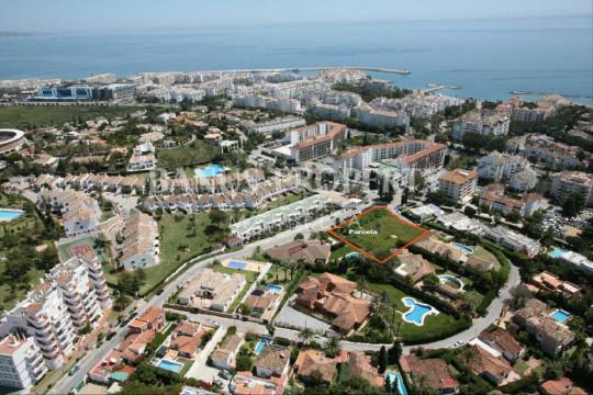 Marbella - Puerto Banus, Luxury contemporary four-bedroom villa for sale within walking distance of Puerto Banús