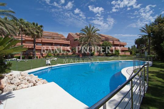 Marbella - Puerto Banus, Luxurious two-bedroom ground floor apartment for rent in Embrujo Playa, Puerto Banús