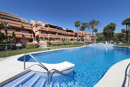 Marbella - Puerto Banus, Luxurious two-bedroom ground floor apartment for sale in Embrujo Playa, Puerto Banús