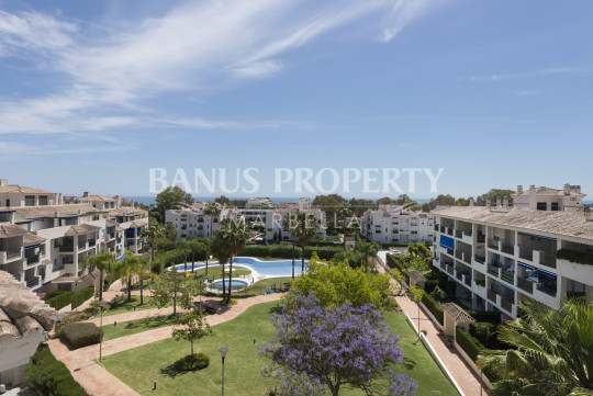 Nueva Andalucia, Moderno ático de dos dormitorios a la venta two bedroom first floor apartment for rent in Puerto Banus.