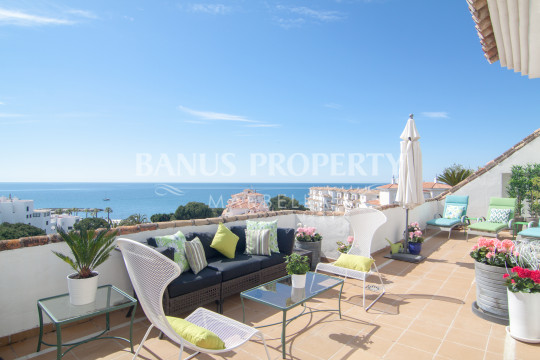 Marbella - Puerto Banus, Superb three-bedroom penthouse with spectacular sea views for sale in Medina Garden, Puerto Banús