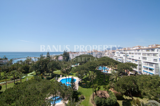 Marbella - Puerto Banus, Immaculate three-bedroom first floor apartment for sale in Edificio Sevilla, Playas del Duque, Puerto Banús
