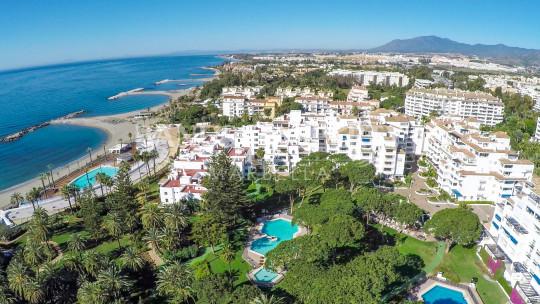 Marbella - Puerto Banus, Moderno apartamento de dos dormitorios en el segundo piso en venta en Casas Cádiz, Playas del Duque, Puerto Banús