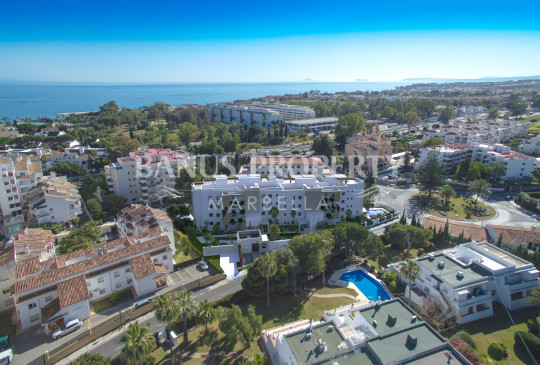 Nueva Andalucia, Nuevo apartamento contemporáneo de tres dormitorios en venta en Nueva Andalucía, Puerto Banús