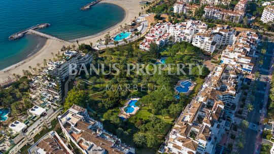 Marbella - Puerto Banus, Apartamento de dos dormitorios en el tercer piso en venta en Edificio Sevilla, Playas del Duque, Puerto Banús