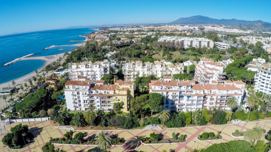 Marbella - Puerto Banus, Two bedroom fourth floor penthouse apartment with incredible sea views for sale in Andalucia del Mar, Puerto Banus