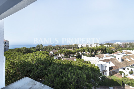 Marbella - Puerto Banus, Stylish apartment for sale close to Puerto Banús beachside in Medina Gardens