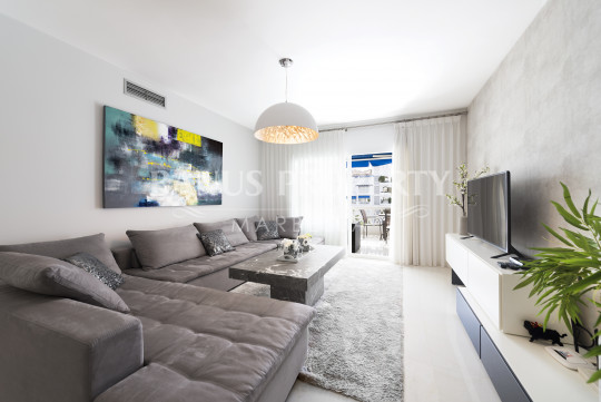 Marbella - Puerto Banus, Beautifully decorated 2 bed contemporary apartment for rent in Las Gaviotas Puerto Banus