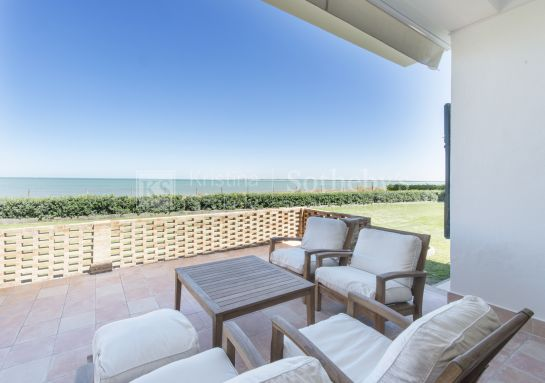Unique and charming villa on the beach front of Sanlúcar de Barrameda, La Jara.