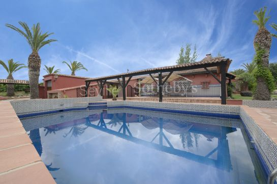 Country house with stables for horses and 7-car garage close to the beach El Rompido