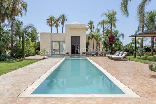 Super exclusive house with Hamman and Guest House. Gated community with surveillance. A natural oasis in Seville.