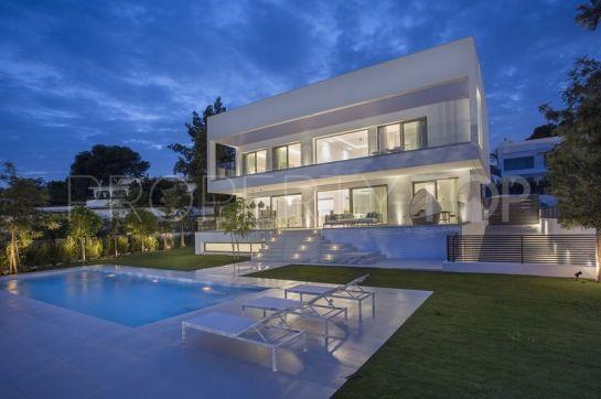 For sale 5 bedrooms villa in New Golden Mile, Estepona