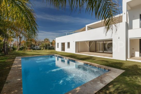 Villa for sale in New Golden Mile with 5 bedrooms