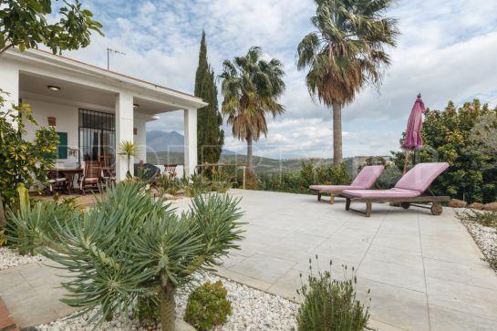 3 bedrooms villa for sale in Estepona Golf