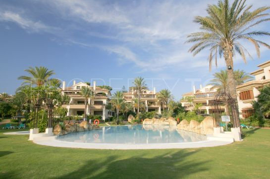 Ground floor apartment with 3 bedrooms for sale in Los Monteros Playa, Marbella East