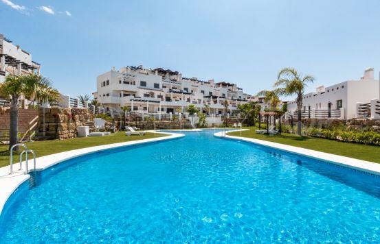 Apartment with 2 bedrooms for sale in La Resina Golf, Estepona | Quartiers Estates