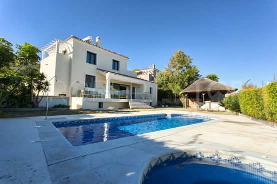 For sale villa with 4 bedrooms in Manilva | Escanda Properties