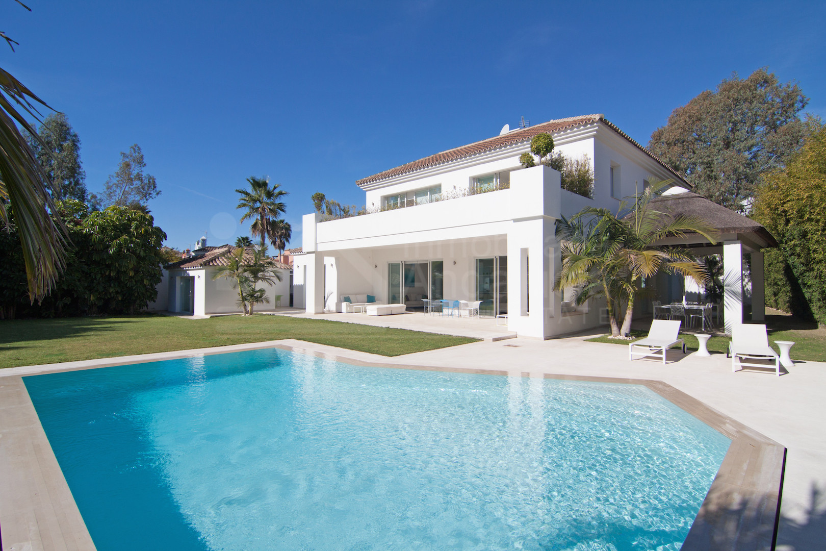 5 bedroom villa renovated to high modern standard for sale in Casasola Estepona