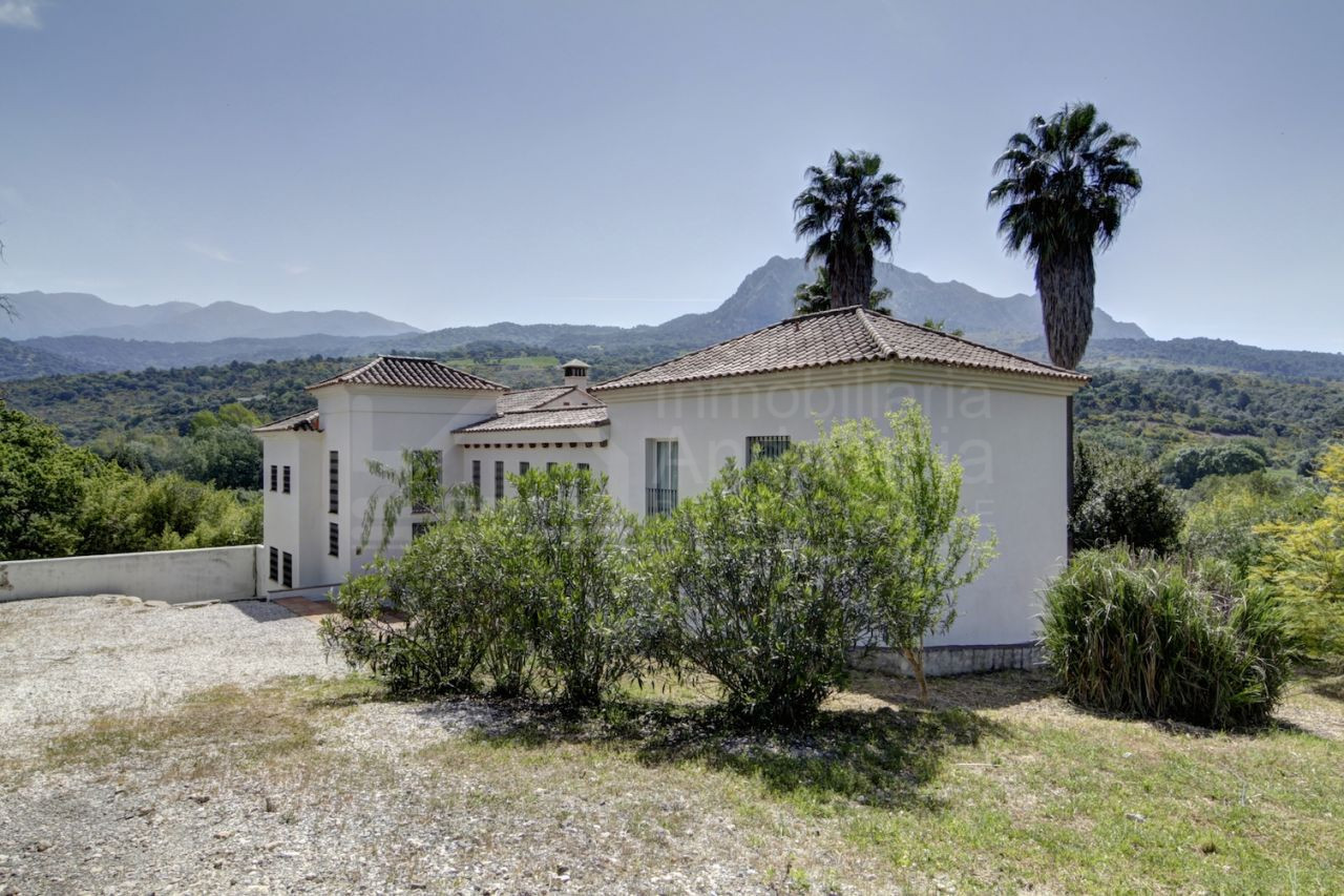 7 bed country house in spectacularly beautiful valley setting for sale in Gaucin