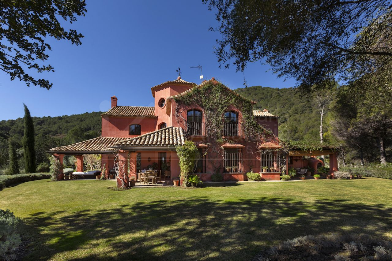 Outstanding 6 bed country villa for sale in exclusive estate Arroyo del Moro between Gaucin and Casares