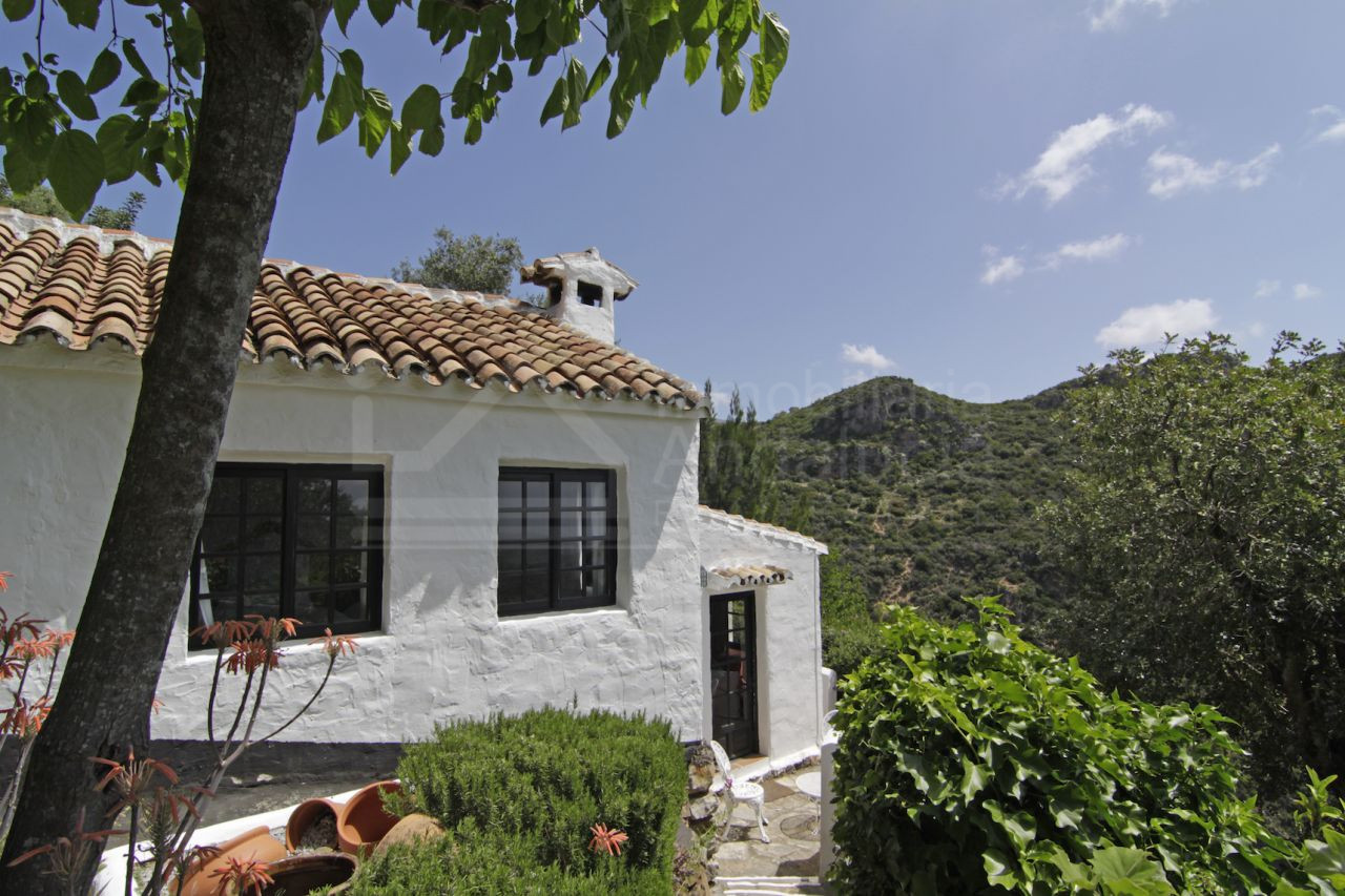 Unique 8 bedroom country house ideal for B&B business for sale in Casares