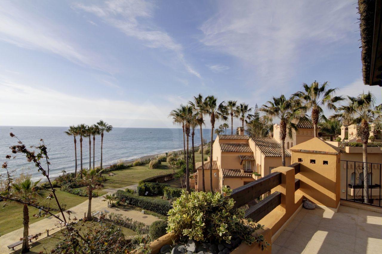 3 bed apartment directly overlooking the beach for sale in Los Granados del Mar, Estepona
