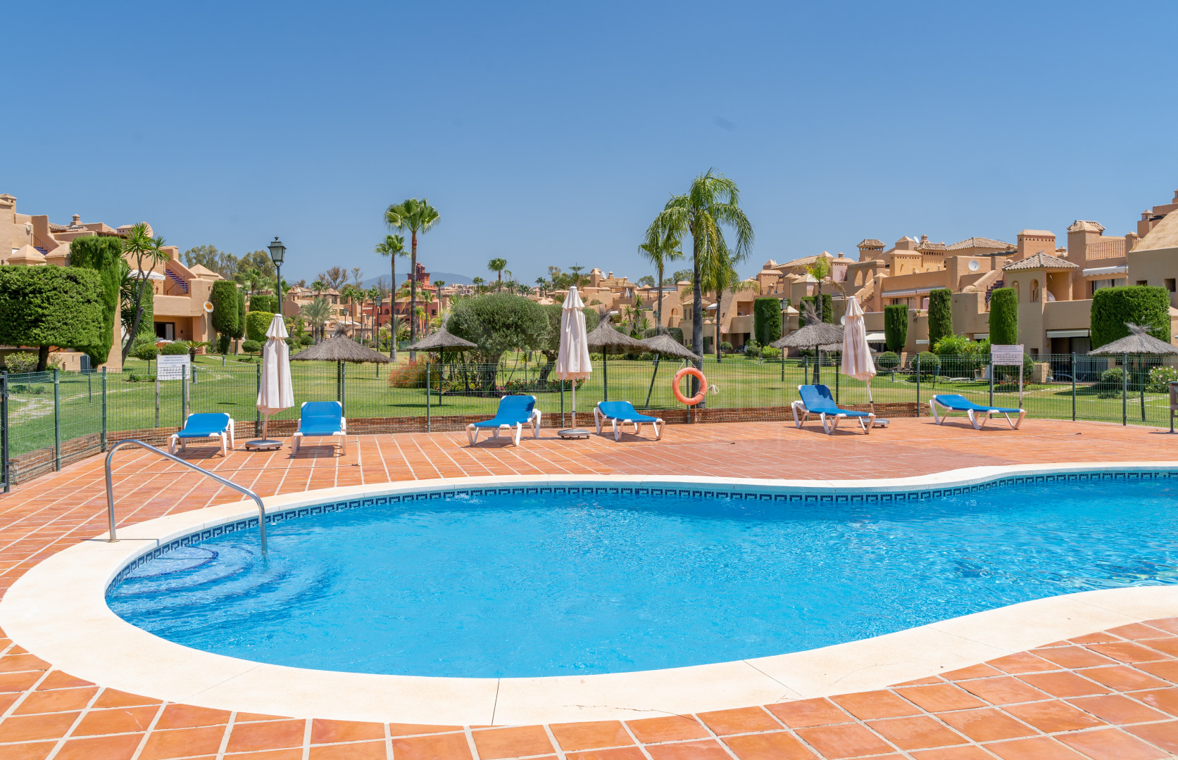 3-bedroom apartment with sunny and bright terrace in The First line of golf urbanization La Cartuja- Estepona