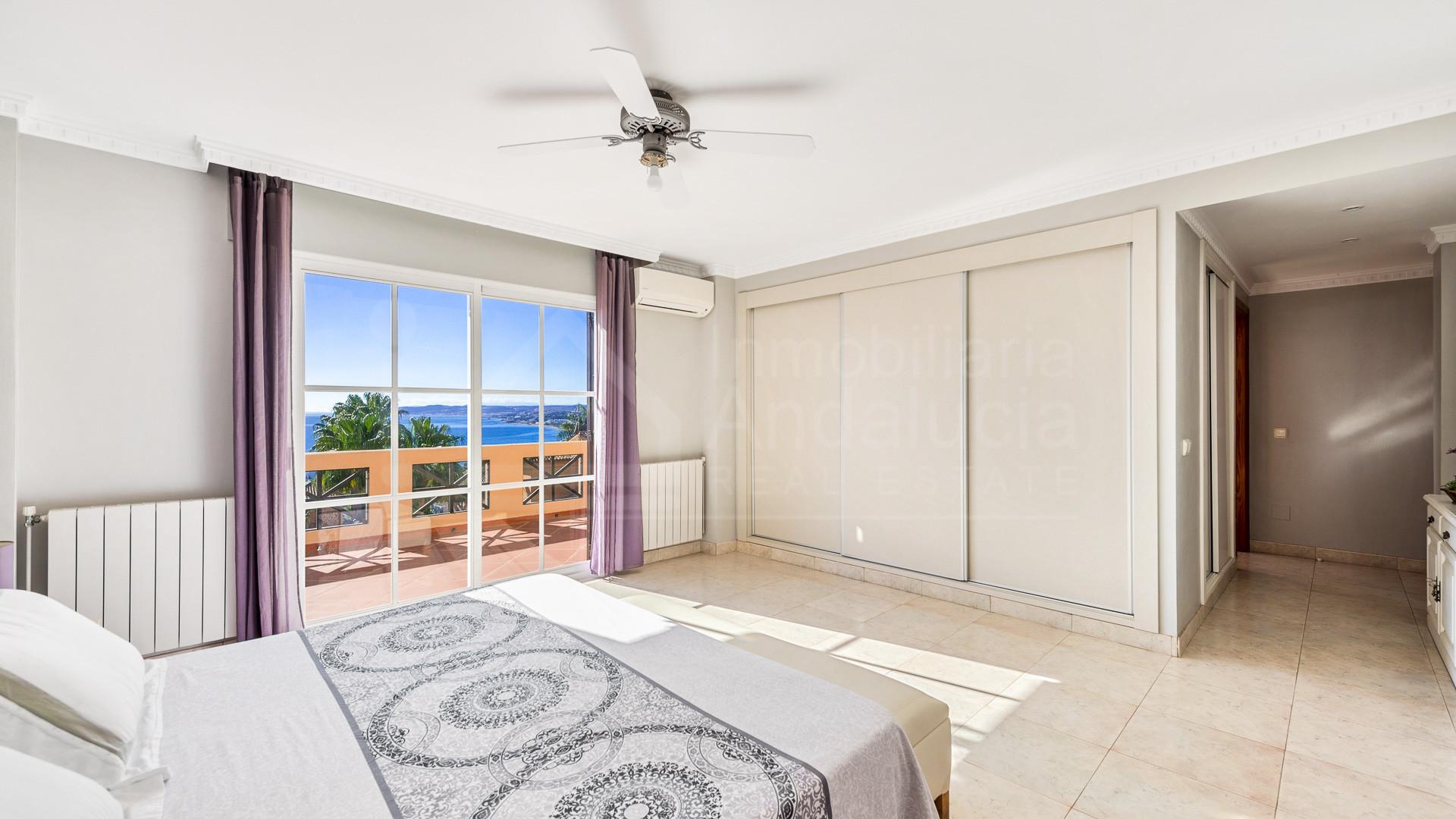 Villa with beautiful sea views in Seghers, Estepona