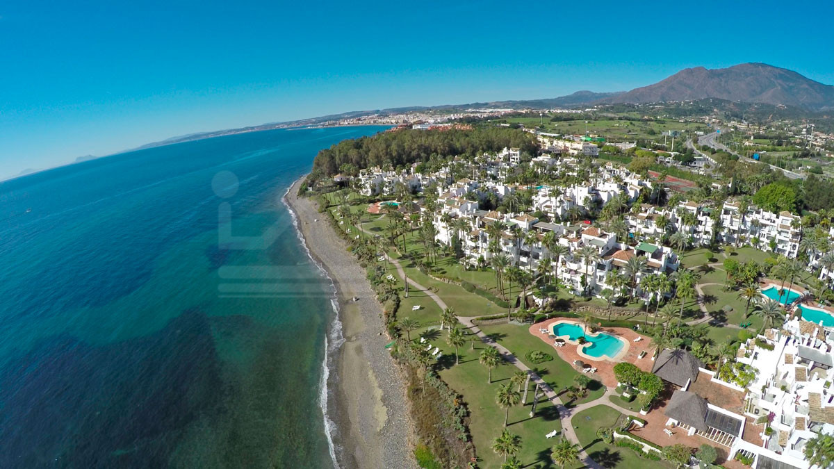 Two-bedroom ground floor south facing apartment for sale in Alcazaba Beach, Estepona