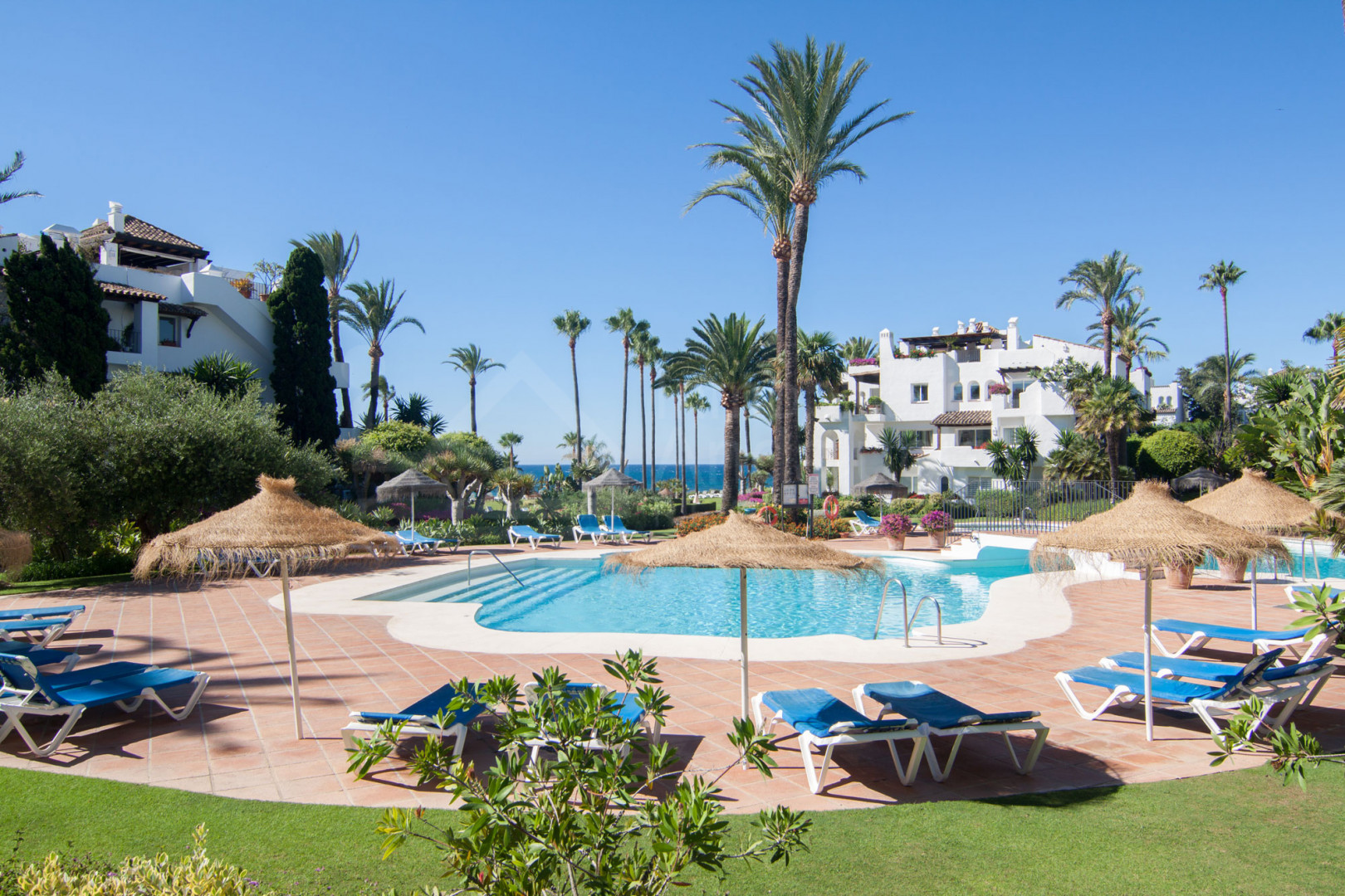 Two-bedroom first floor south facing apartment for sale in Alcazaba Beach, Estepona