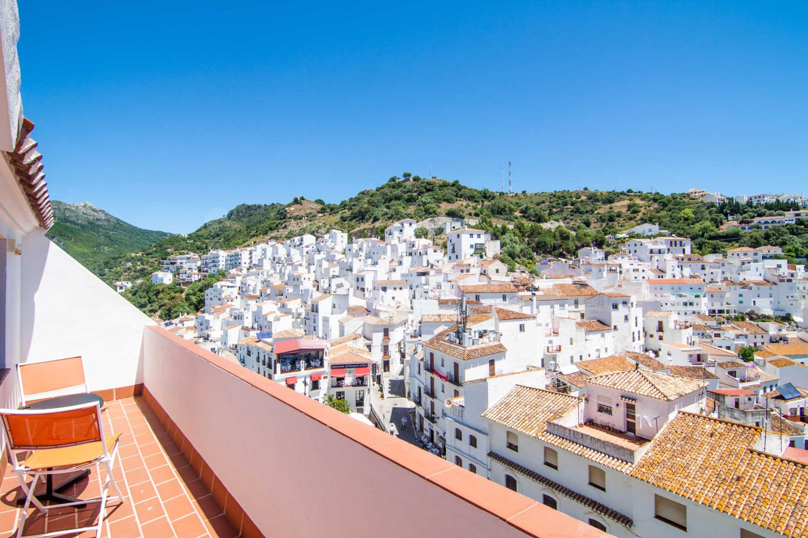 Cosy 2 bedroom-penthouse with superb panoramic views for sale in Casares
