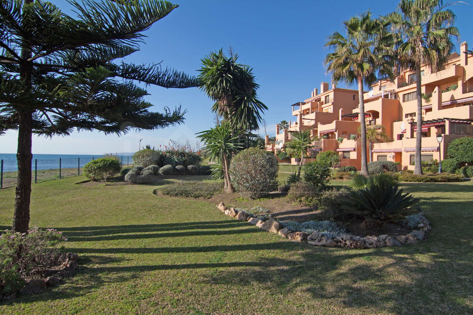 3 bedroom apartment for sale by the beach in Rivera Andaluza, Estepona