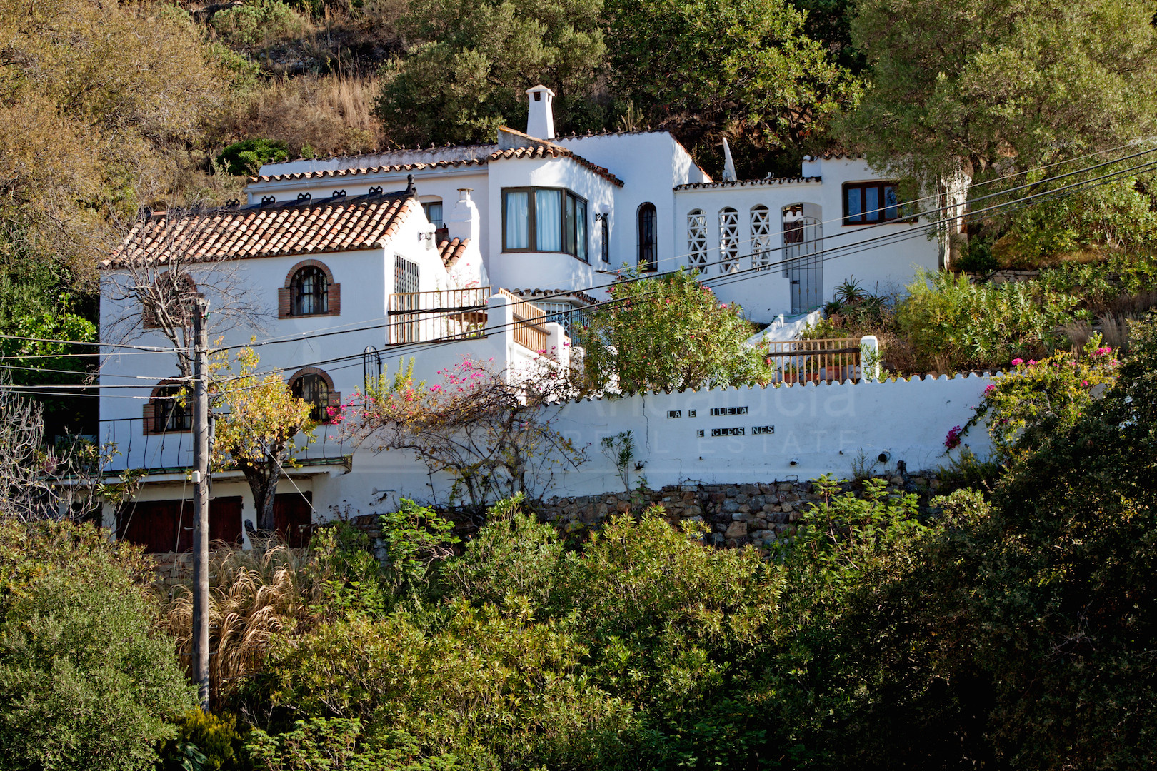 Delightful 3-bed country house with separate 1-bed guest apartment for sale in Casares